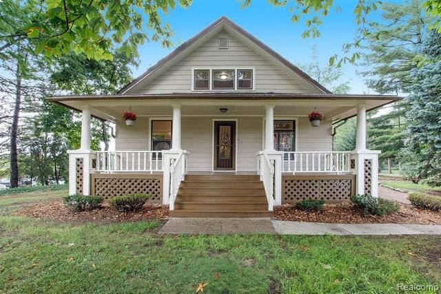 160 E Square Lake Road, Troy, MI 48085 (#2200067596) :: The BK Agency