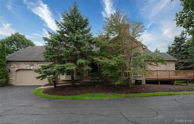 1953 Clearwood Court, Shelby Twp, MI 48316 (#2200070805) :: Duneske Real Estate Advisors