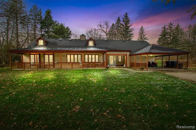 6300 Miller Road, Swartz Creek, MI 48473 (MLS #2200094600) :: The John Wentworth Group