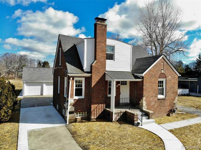 18925 Eastwood Drive, Harper Woods, MI 48225 (#2210013990) :: Real Estate For A CAUSE