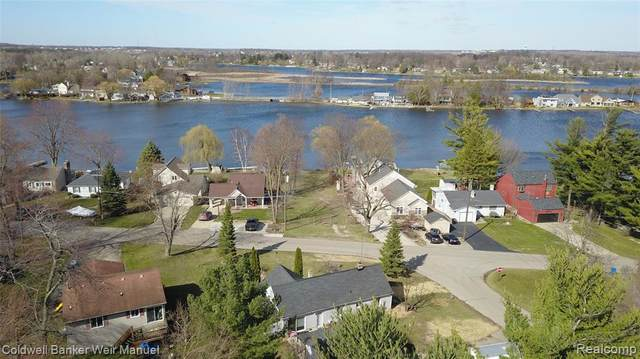 1901 Lakesview Drive, Oxford Twp, MI 48371 (#2210015070) :: Real Estate For A CAUSE