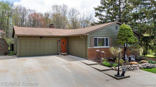 11320 Bigelow Road, Springfield Twp, MI 48350 (#2210029949) :: Real Estate For A CAUSE