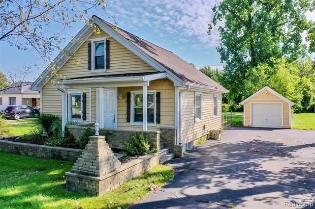 4465 S Center Road, Burton, MI 48519 (#2210061347) :: The Vance Group   Keller Williams Domain