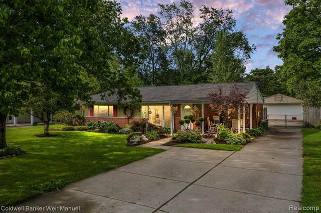 2587 Ivanhoe Drive, West Bloomfield Twp, MI 48324 (#2210065701) :: GK Real Estate Team