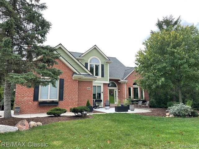 21940 Barclay Drive, Novi, MI 48374 (#2210074259) :: Duneske Real Estate Advisors