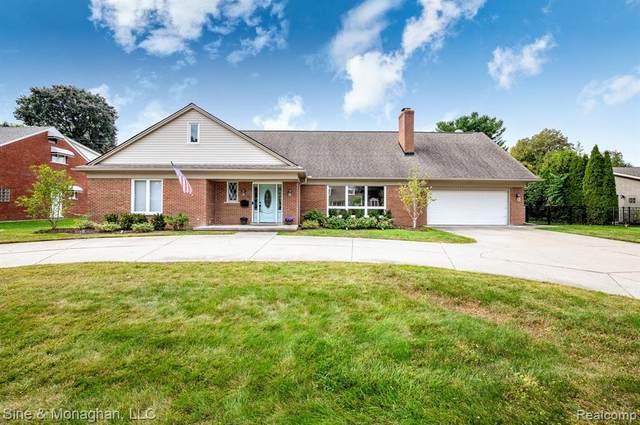 35 Fontana Lane, Village of Grosse Pointe Shores, MI 48236 (#2210076107) :: GK Real Estate Team