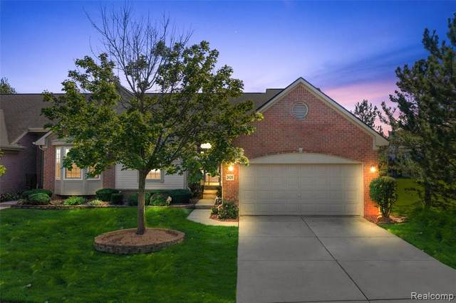 2426 Beach Road #41, Commerce Twp, MI 48390 (#2210080834) :: Real Estate For A CAUSE