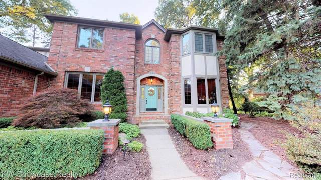 3768 Damas Drive, Commerce Twp, MI 48382 (#219071550) :: The Buckley Jolley Real Estate Team