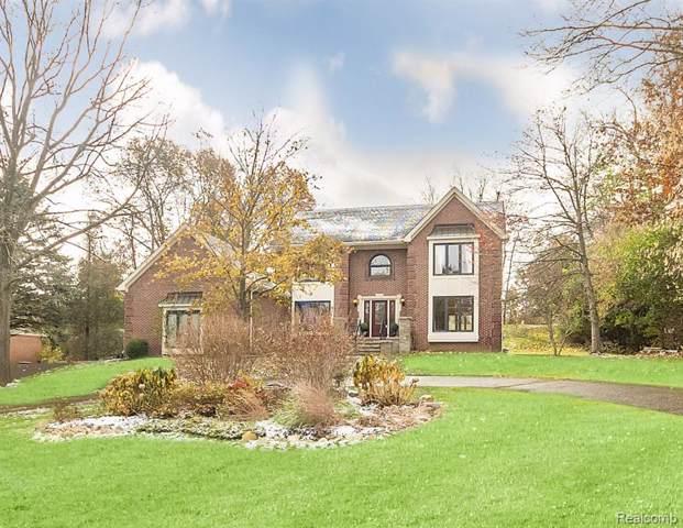 211 Ravineside Drive, Milford Vlg, MI 48381 (#219113916) :: The Buckley Jolley Real Estate Team