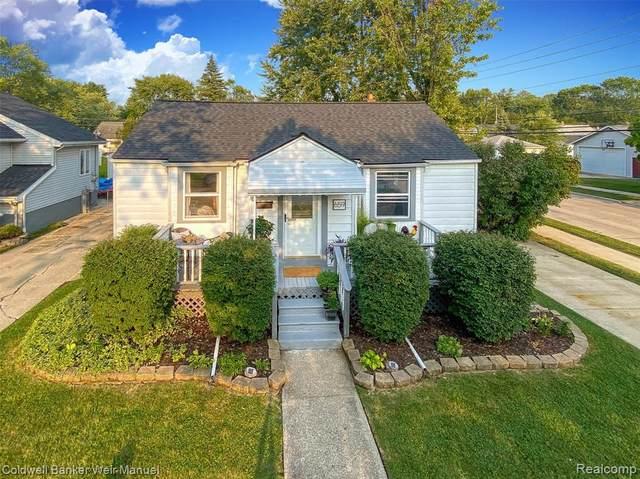 659 Gargantua Ave, Clawson, MI 48017 (#2200074994) :: BestMichiganHouses.com