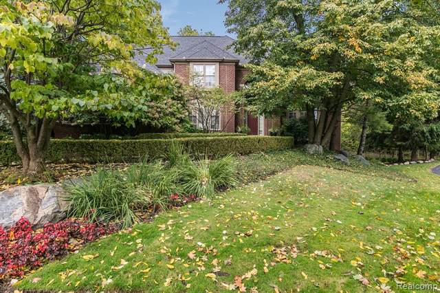 6635 Carlyle Court, West Bloomfield Twp, MI 48322 (#2200080153) :: BestMichiganHouses.com