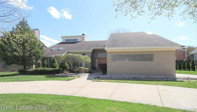 4078 Marlwood Drive, West Bloomfield Twp, MI 48323 (#2210024659) :: Real Estate For A CAUSE