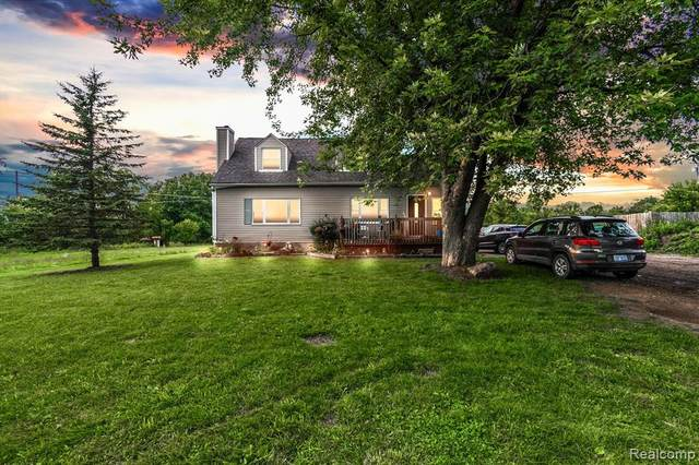 4382 Lahring Road, Fenton Twp, MI 48451 (#2210059095) :: Real Estate For A CAUSE