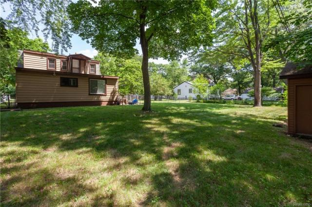5733 Crescent Road, Waterford Twp, MI 48327 (#218054211) :: RE/MAX Classic
