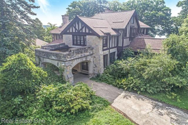 2455 N Lake Angelus Road W, Lake Angelus, MI 48326 (#219035248) :: The Buckley Jolley Real Estate Team