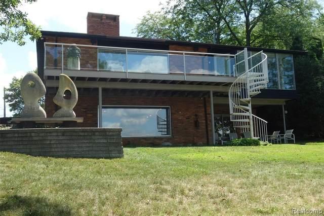 1355 Club Drive, Bloomfield Twp, MI 48302 (MLS #2200020383) :: The John Wentworth Group