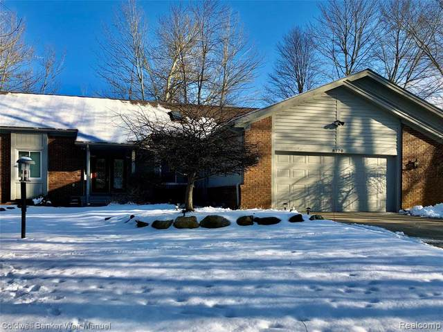 8770 Twin Lakes Drive, White Lake Twp, MI 48386 (#219053771) :: The Buckley Jolley Real Estate Team