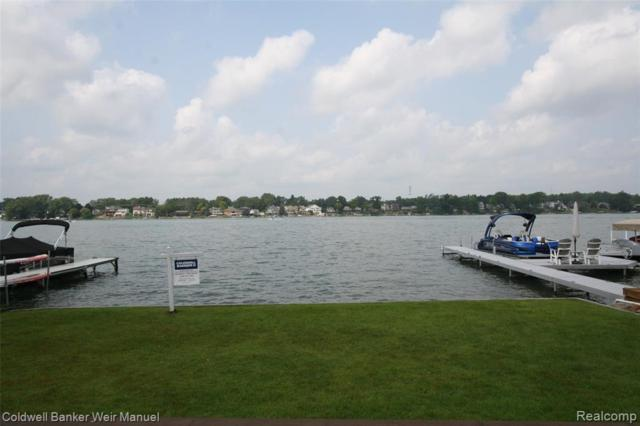 7962 Flagstaff, Commerce Twp, MI 48382 (#218080435) :: The Buckley Jolley Real Estate Team