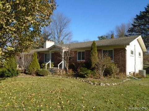 1740 Maxfield Road, Hartland Twp, MI 48353 (#217105454) :: The Buckley Jolley Real Estate Team