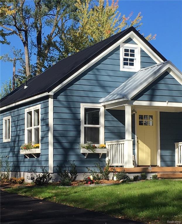 241 N Helen Avenue W, Rochester, MI 48307 (#217107166) :: Simon Thomas Homes