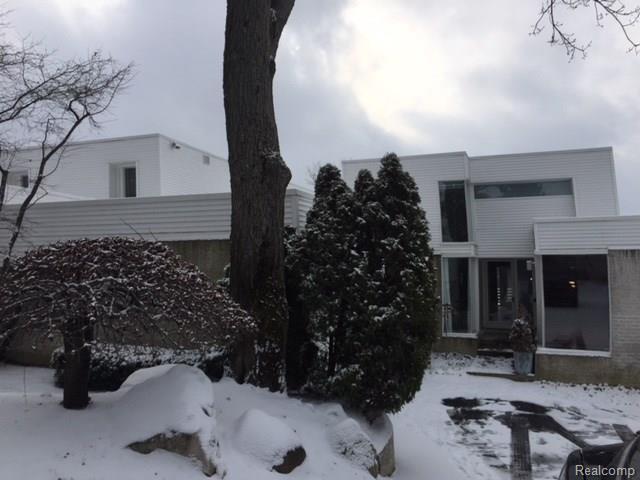 1753 Alexander Drive, Bloomfield Twp, MI 48302 (#217108981) :: Simon Thomas Homes