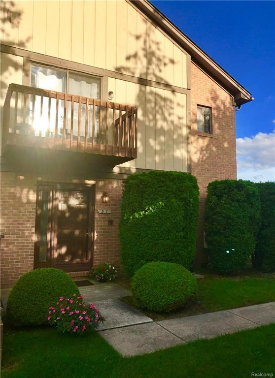 37 Meadow Wood Drive, Rochester Hills, MI 48307 (#217109330) :: Simon Thomas Homes