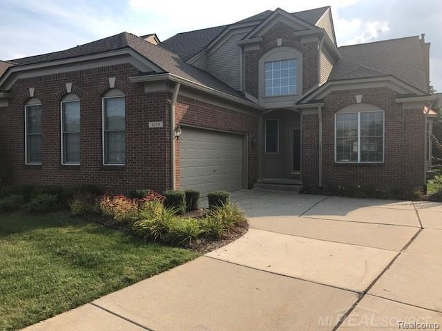 1659 Maple Creek Crt #104, Rochester, MI 48306 (#58031331716) :: Duneske Real Estate Advisors