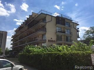 8300 E Jefferson Avenue #205, Detroit, MI 48214 (#218002374) :: Duneske Real Estate Advisors