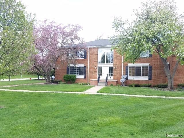 614 E Fox Hills Drive, Bloomfield Twp, MI 48304 (#218003042) :: RE/MAX Classic