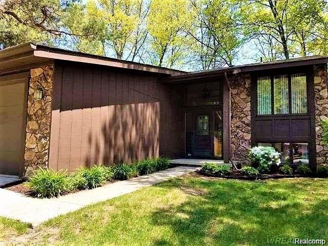 6511 Blue Spruce Court, West Bloomfield Twp, MI 48324 (#218009555) :: RE/MAX Classic