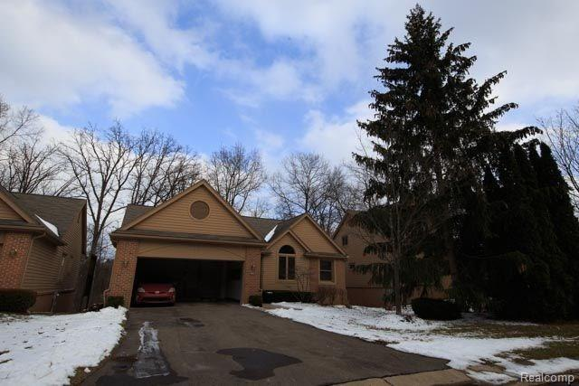 6615 Heron Point, West Bloomfield Twp, MI 48323 (#218010845) :: RE/MAX Classic