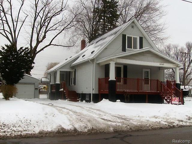 2207 24th St, Port Huron Twp, MI 48060 (#218011678) :: The Buckley Jolley Real Estate Team