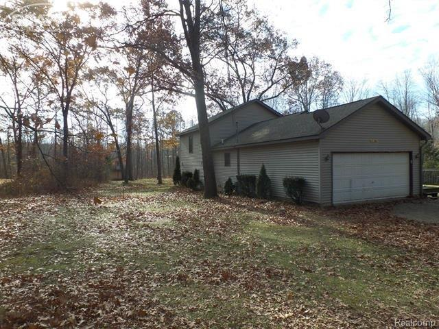 9409 Lakeview Drive, Argentine Twp, MI 48451 (#5030072234) :: RE/MAX Classic