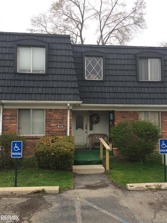 1886 Colonial Village Way Unit D, Bldg #1, Waterford, MI 48328 (#58031340559) :: Duneske Real Estate Advisors