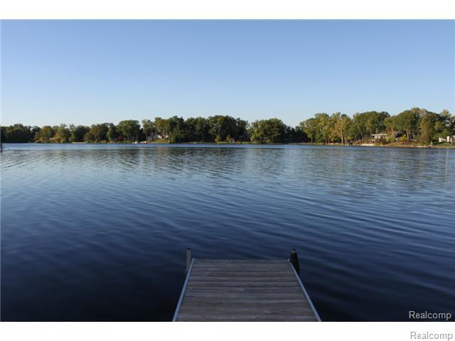 1729 Heron Ridge, Bloomfield Twp, MI 48302 (#218014196) :: The Buckley Jolley Real Estate Team