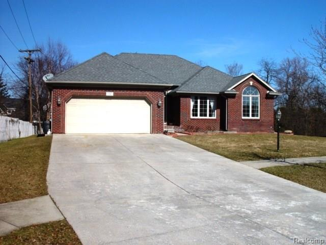3315 Golfhill Drive, Waterford Twp, MI 48329 (#218016257) :: Duneske Real Estate Advisors