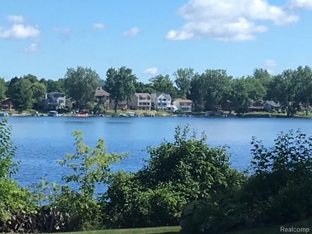 0 Emerald Pointe 10 Drive, Fenton Twp, MI 48451 (#218016263) :: Duneske Real Estate Advisors