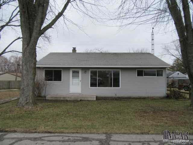 3259 Lakeshore Dr, Monroe, MI 48162 (#57003451865) :: Duneske Real Estate Advisors