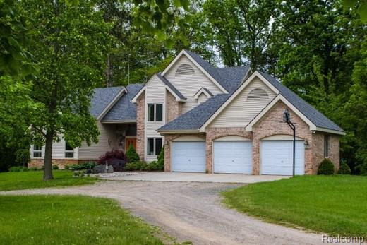 8370 Center Road, Tyrone Twp, MI 48430 (#218019791) :: Simon Thomas Homes