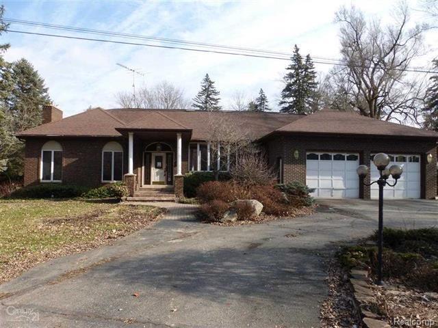 724 W Saint Clair Street, Almont Vlg, MI 48003 (#218021540) :: Duneske Real Estate Advisors