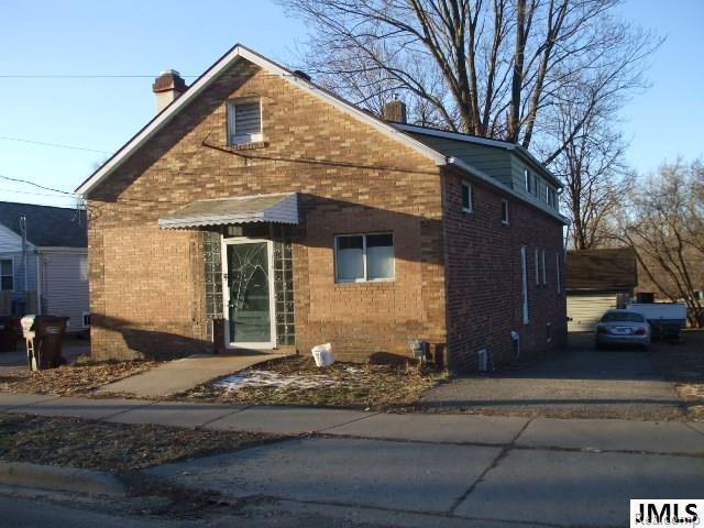 715 Page Ave, CITY OF JACKSON, MI 49203 (MLS #55201800837) :: The Toth Team
