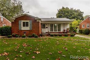 6331 Dwight Street, Dearborn Heights, MI 48127 (#218022766) :: Duneske Real Estate Advisors
