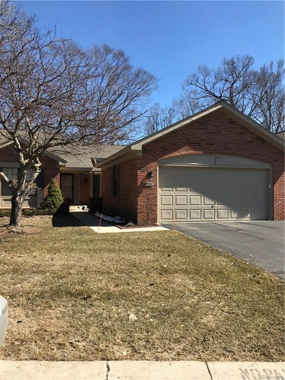 7134 Westchester, West Bloomfield Twp, MI 48322 (MLS #218024212) :: The Toth Team