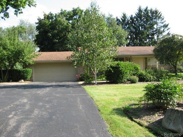 5214 Clarendon Crest Court, Bloomfield Twp, MI 48302 (#218024636) :: Duneske Real Estate Advisors