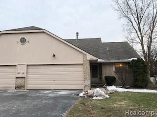 7041 Rolling Hills Drive, Waterford Twp, MI 48327 (#218025088) :: Duneske Real Estate Advisors