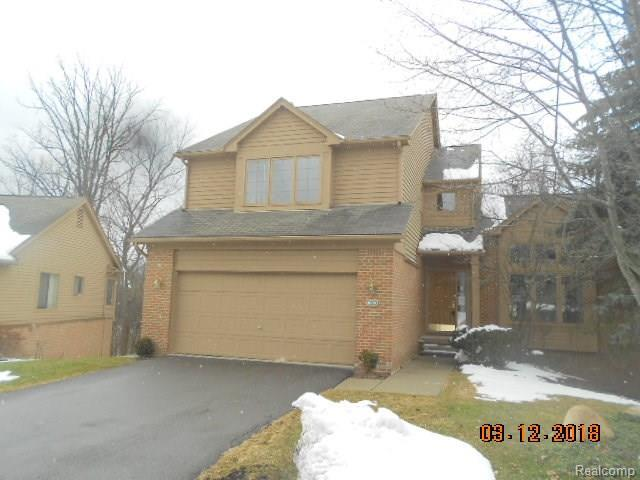 4664 Sandpiper Lane, West Bloomfield Twp, MI 48323 (MLS #218028479) :: The Toth Team
