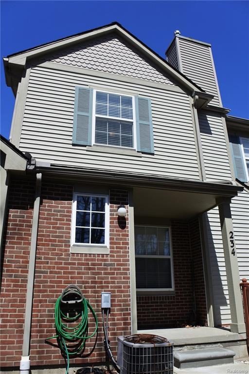 234 Barrington Circle, Orion Twp, MI 48360 (#218032754) :: Duneske Real Estate Advisors