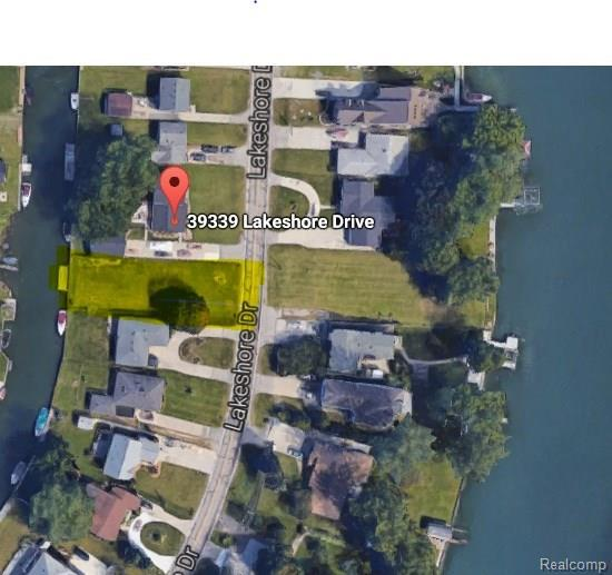 39333 Lakeshore, Harrison Twp, MI 48045 (#218033731) :: The Mulvihill Group