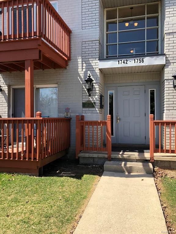 1744 Fort Street #21, Trenton, MI 48183 (#218033763) :: RE/MAX Classic