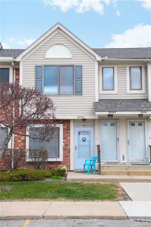 30743 Hidden Pines Lane, Roseville, MI 48066 (#218035339) :: Duneske Real Estate Advisors